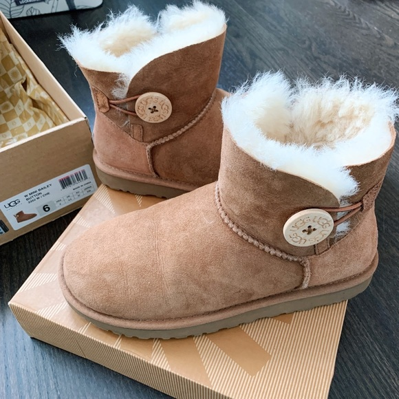 Authentic UGG boots with mini Bailey button